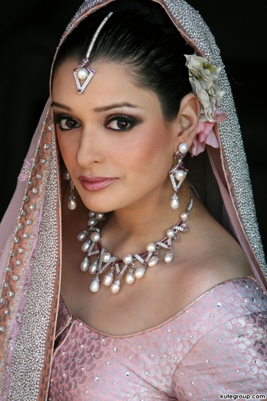 bridal-makeup-and-jewerly- (2)