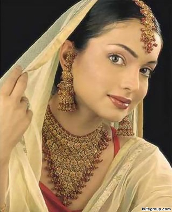 bridal-makeup-and-jewerly- (3)