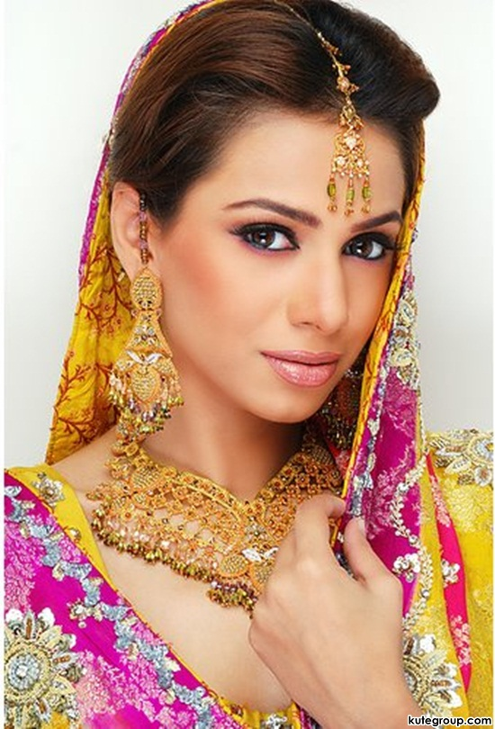 bridal-makeup-and-jewerly- (5)