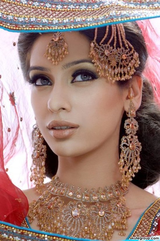 bridal-makeup-and-jewerly- (6)