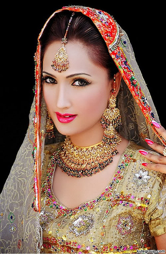 bridal-makeup-and-jewerly- (8)